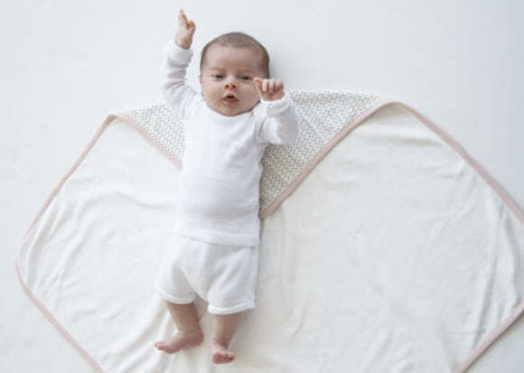 How to soothe crying babies with swaddling and white noise