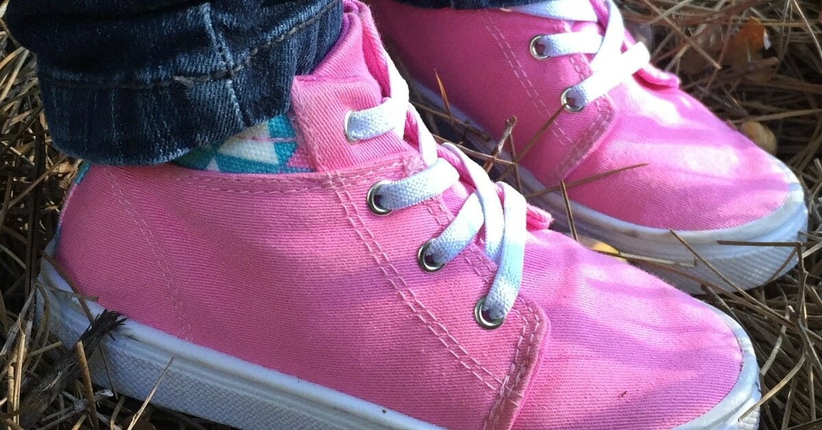 Review of Oomphies - Durable shoes for kids