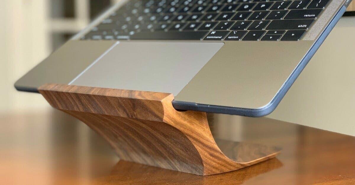 Yohann MacBook Pro Stand - social