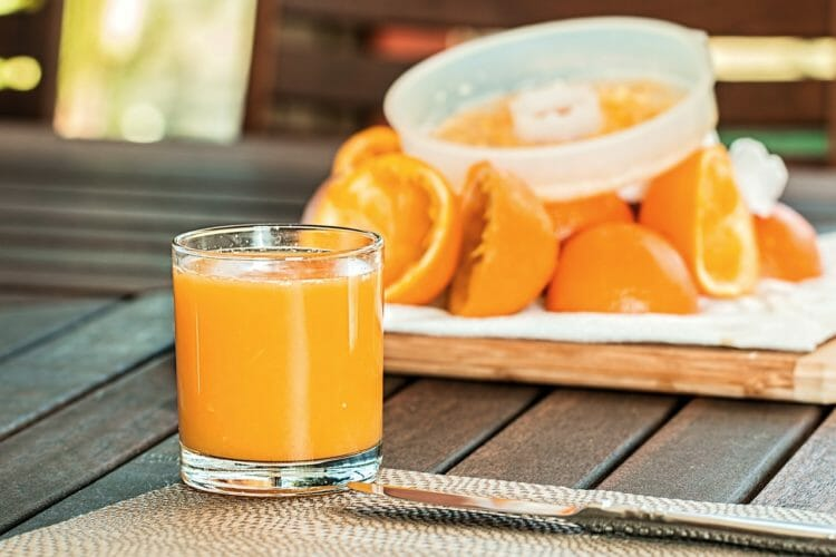 Squeezed orange juice is not as healthy as you think