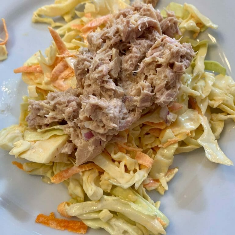 Cabbage with canned tuna, onions and avocado-oil mayonnaise