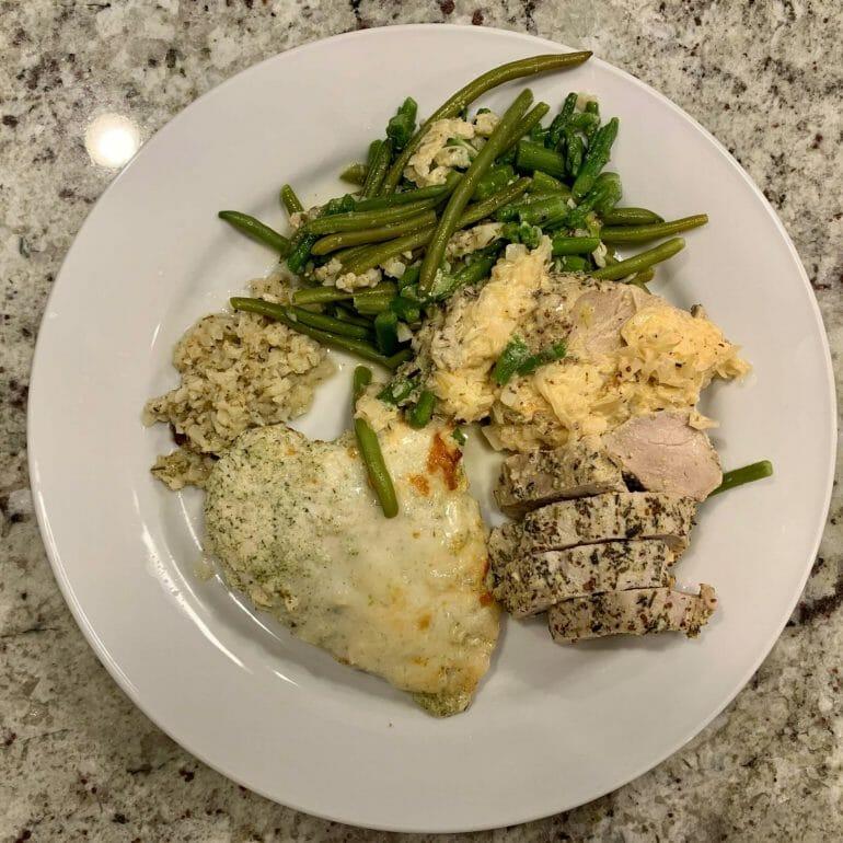 Baked chicken and pork tenderloin with green beans and cauliflower mash (Factor 75)