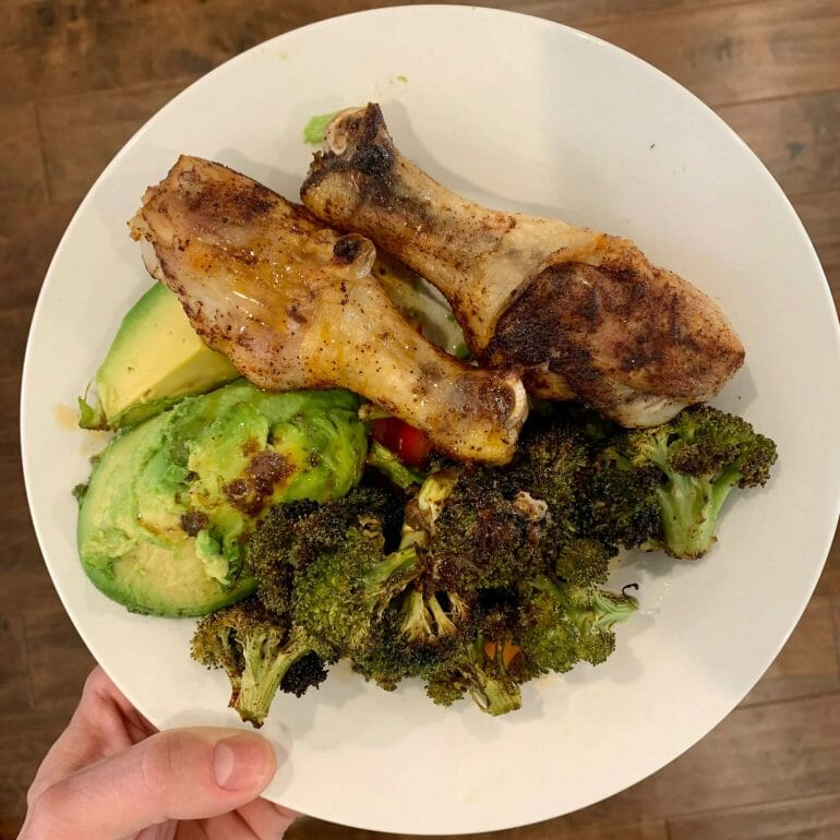 Chicken thighs with avocado and broccoli