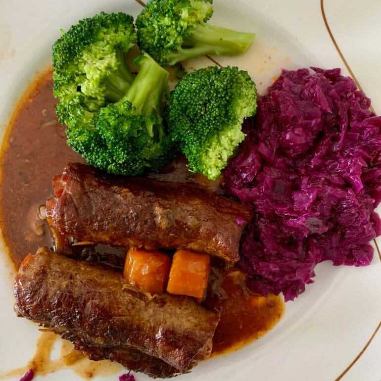 Beef stuffed with carrots and bacon, red cabbage and broccoli