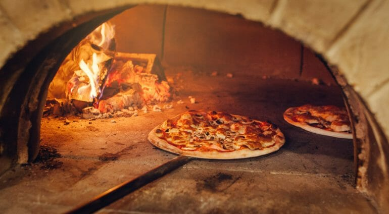 Authentic pizza oven