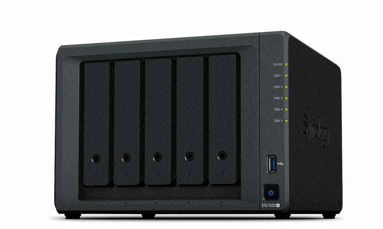Synology DS1520+ - Angle