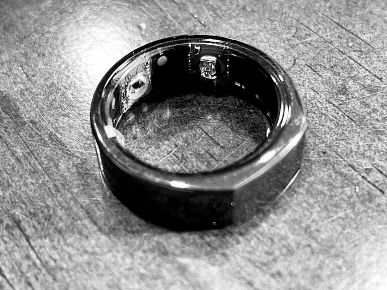 Oura Ring 2 - Black and white